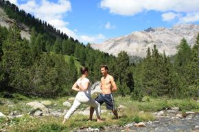 Yoga in der Natur Livigno - Fotoquelle: Lungolivigno/ Lombardei